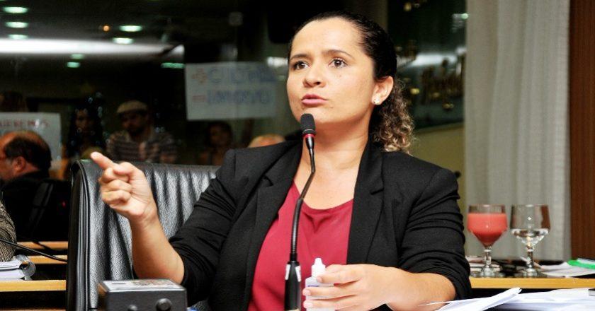 Amanda Gurgel surpreende ao declarar que não será candidata