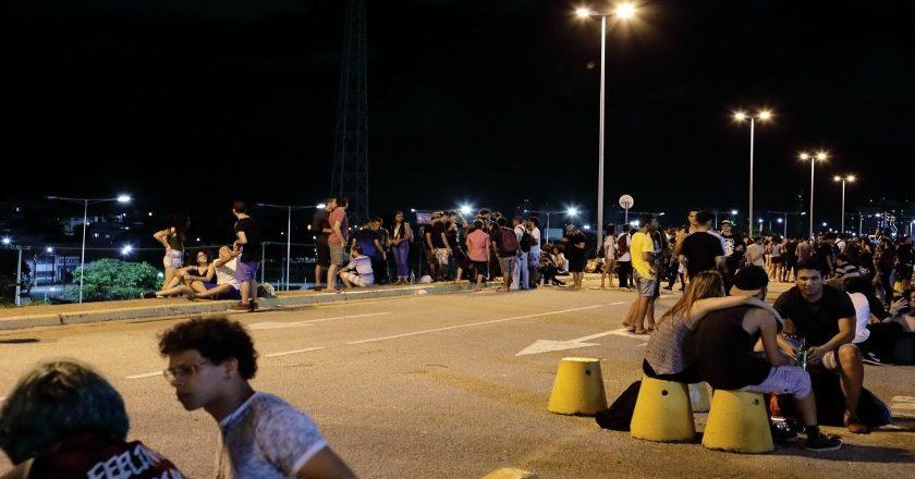 Jovens de classe média transformaram estacionamento do Carrrefour em ponto de encontro