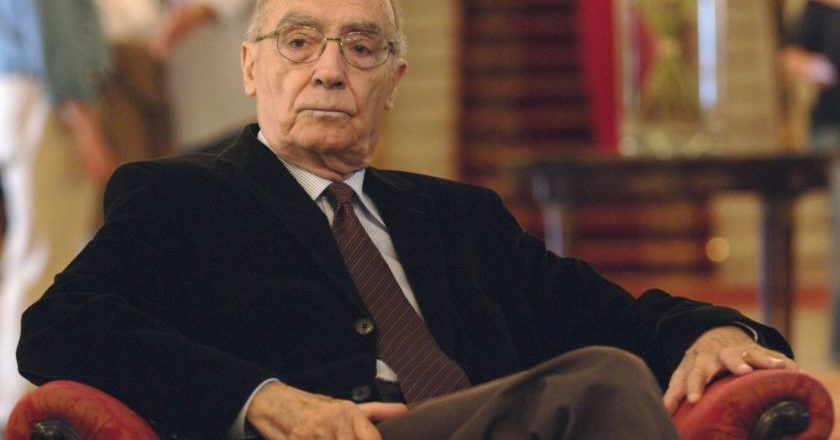 Escritor português José Saramago recebeu prêmio Nobel de Literatura em 1998